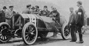 Frenchman Louis Wagner (at the wheel) in his 120 bhp Fiat (1908)